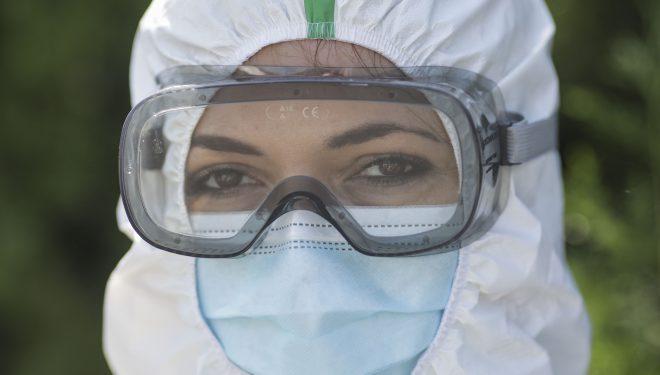 Focare de COVID în spitale. Personal medical, infectat la Iași, Alba, Câmpina