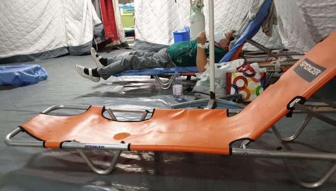 Noi imagini dramatice din spitalele COVID. Un pacient a cerut o saltea de acasă, pentru că nu mai putea sta pe targă