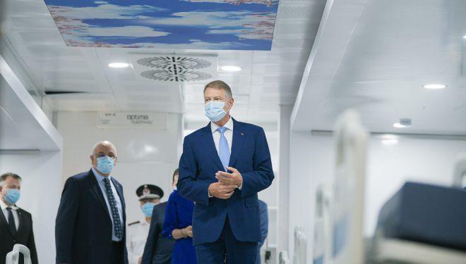 Klaus Iohannis vizitează centrul de vaccinare anti-Covid pregătit la Romexpo. CSAT aprobă astăzi strategia națională de vaccinare