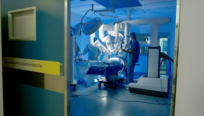 Chirurgia robotică este chirurgie minim invazivă la superlativ