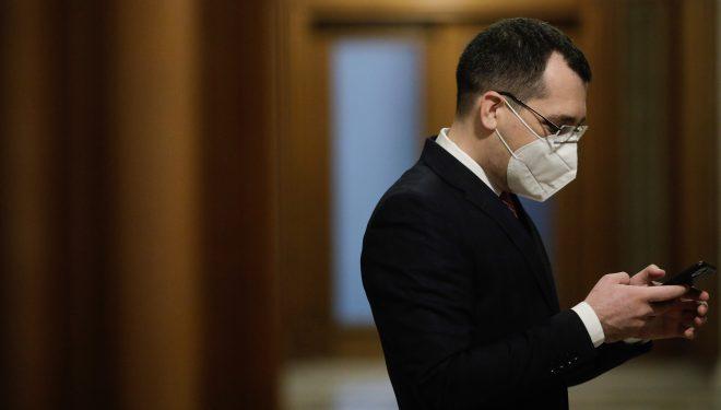 """După ce a citit """"sute de comentarii"""", V. Voiculescu a admis că platforma de programare la vaccinare are probleme: Am evaluat greșit"""