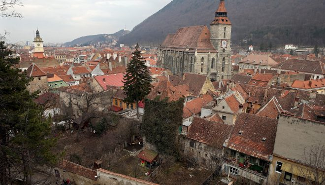 Municipiul Brașov intră în scenariul roșu. Restaurantele, cafenelele și cinematografele se închid, iar circulația va fi restricționată